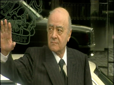 Mohamed AlFayed arrives and waves to press at inquest into death his son Dodi AlFayed and Diana Princess of Wales 06 Jan 04