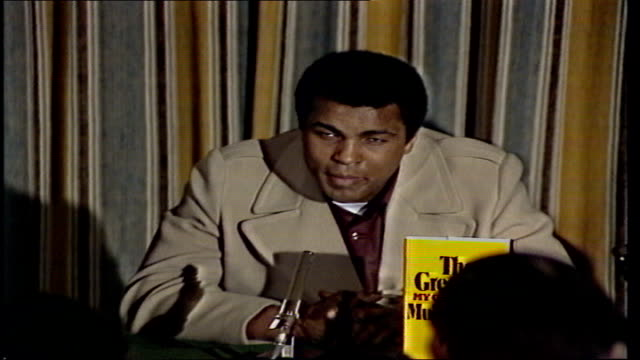 """mohammed ali press conference on autobiography; england: london: cms: ali sof: """"i don't think there are no...sport of boxing"""" gv question cms ali:... - autobiography stock videos & royalty-free footage"""