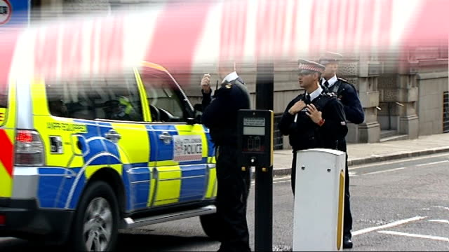 pavlo lapshyn jailed for 40 year minimum england london old bailey ext low angle shot of old bailey close shot of scales of justice statue police... - 非常線点の映像素材/bロール