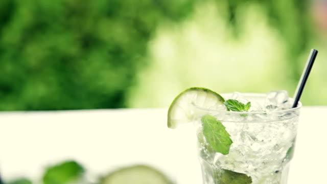 vídeos y material grabado en eventos de stock de mojito - mint leaf culinary