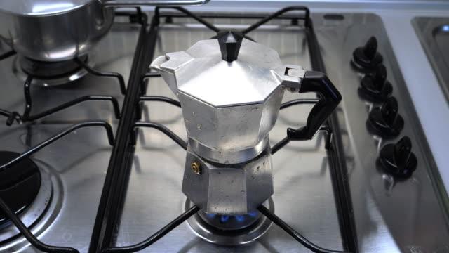 moka with coffee - bricco per il caffè video stock e b–roll