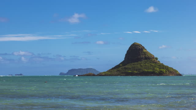 T/L of Mokoli'i / Chinaman's Hat on Oahu / Hawaii - closeup