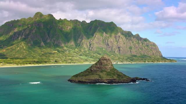 aerial mokoli'i island in kane'ohe bay, oahu with kuaola ridge in the background - oahu stock videos & royalty-free footage