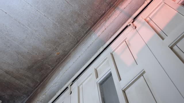 vídeos de stock e filmes b-roll de mold on ceiling - orvalho