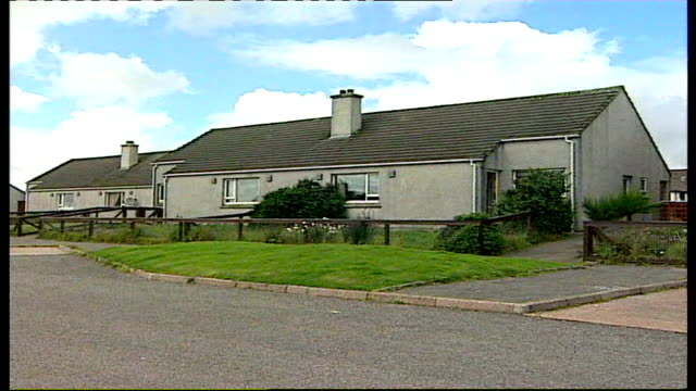 confirms she went willingly to pakistan lib scotland isle of lewis stornoway ext campbell family home louise campbell press conference sot appeals to... - isole ebridi video stock e b–roll