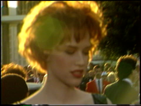 molly ringwald at the 1987 academy awards at dorothy chandler pavilion in los angeles california on march 30 1987 - molly ringwald stock videos & royalty-free footage