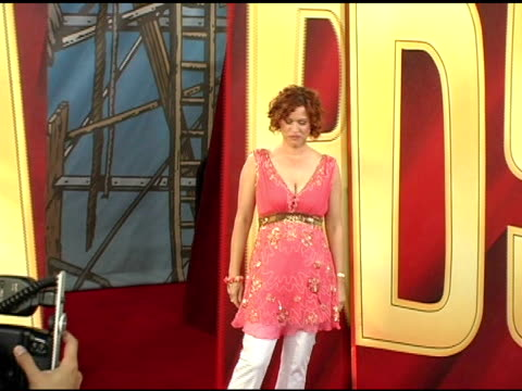 molly ringwald at the 2005 mtv movie awards arrivals at the shrine auditorium in los angeles california on june 4 2005 - molly ringwald stock videos & royalty-free footage
