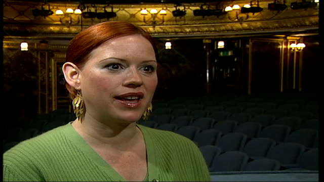 molly ringwald starring in stage version of 'when harry met sally'; itn england: london: int molly ringwald interviewed sot - never been here on... - molly ringwald stock videos & royalty-free footage