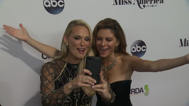 molly sims and maria menounos at the 2018 miss america competition on september 10 2017 in atlantic city new jersey - molly sims stock videos & royalty-free footage