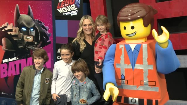 """molly sims and scarlett may at the """"the lego movie 2: the second part"""" world premiere at regency village theatre on february 02, 2019 in westwood,... - モリー・シムズ点の映像素材/bロール"""