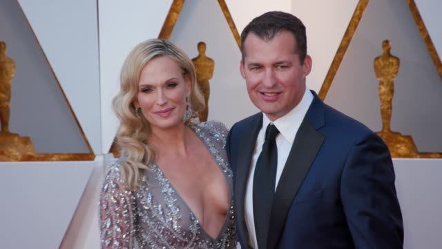molly sims and scott stuber at 90th academy awards arrivals 4k footage at dolby theatre on march 04 2018 in hollywood california - 90th annual academy awards stock videos & royalty-free footage