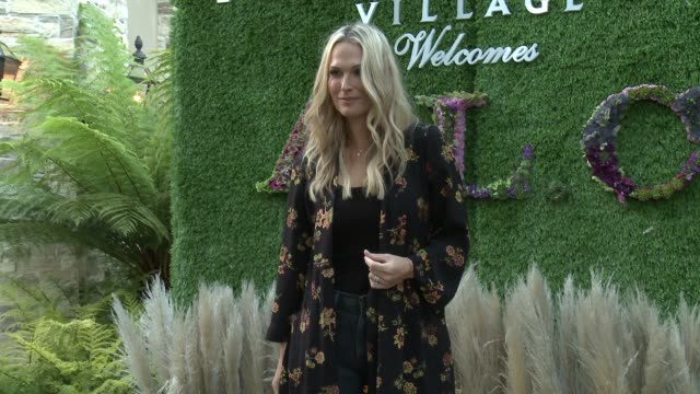 molly sims at caruso's palisades village welcomes a.l.c. and andrea lieberman hosted by elyse walker & jennifer meyer #alcxpalisadesvillage in los... - モリー・シムズ点の映像素材/bロール
