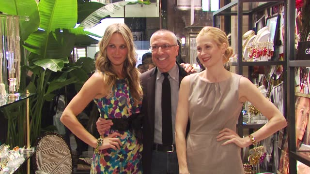 molly sims, henry bendel and kelly rutherford at the molly sims launches 'grayce by molly sims the collection' at new york ny. - モリー・シムズ点の映像素材/bロール