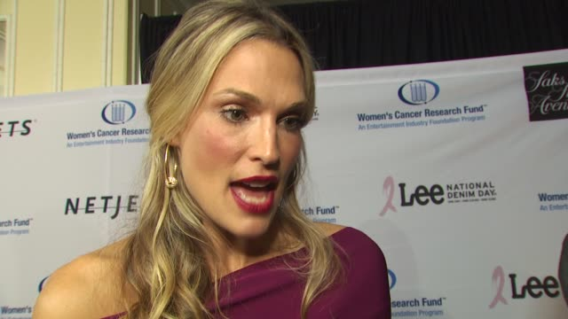 molly sims on being a part of the night, why she chose to get involved in the fight against women's cancer, how she feels about christina applegate's... - モリー・シムズ点の映像素材/bロール