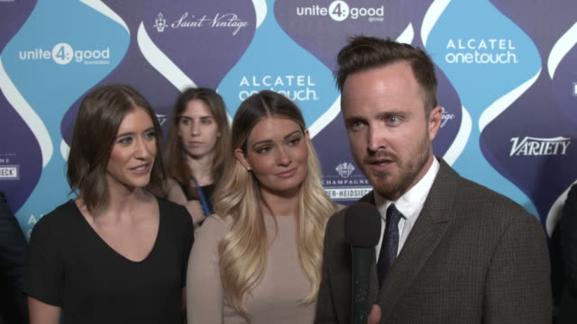 vídeos y material grabado en eventos de stock de interview molly thompson lauren paul and aaron paul on being recognized for their philanthropic work why they think the entertainment industry can... - fiesta de los óscar