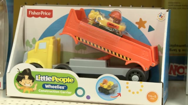 mom dad and child shop in target toy department various toys and aisles pink aisles fisher price toys for boys and girls shop 'n ride shopping buggy... - hoppa bock bildbanksvideor och videomaterial från bakom kulisserna