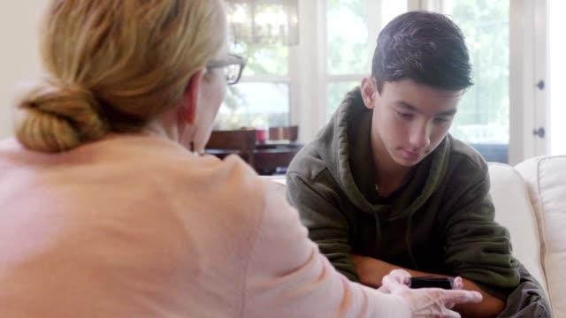 vídeos y material grabado en eventos de stock de mamá le quita el teléfono a su hijo - culpabilidad
