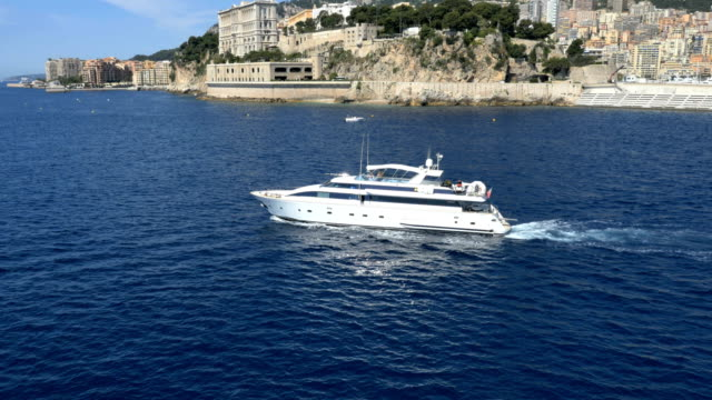 vidéos et rushes de monaco aerial drone boat harbour marina outdoor transport - voilier à moteur