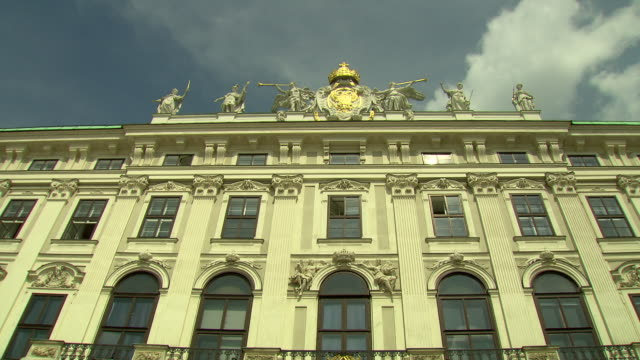 Monarchiesymbole - Low angle view of Hofburg palace in Vienna