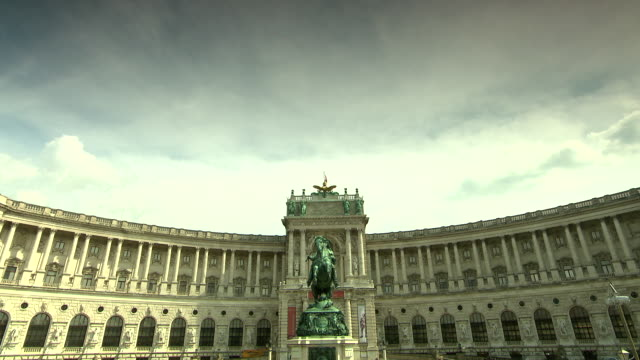 monarchiesymbole - views of the hofburg palace in vienna 03 - kunst, kultur und unterhaltung stock-videos und b-roll-filmmaterial