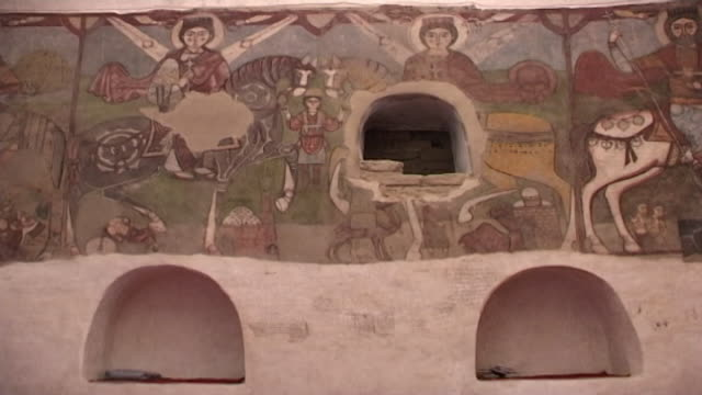 vidéos et rushes de monastery of st. anthony. view of a mural of the martyr victor, a soldier of christ, on horseback. victor was thrust into a bathhouse furnace by... - byzantin