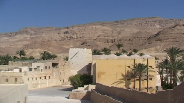 monastery of st. anthony. view of the red sea mountains with the monastery in the foreground. built in 300 ce the coptic orthodox monastery is the... - 白しっくい塗点の映像素材/bロール