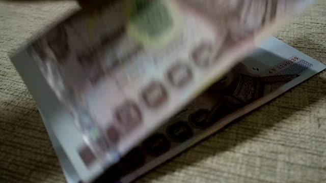money counting - softfokus bildbanksvideor och videomaterial från bakom kulisserna