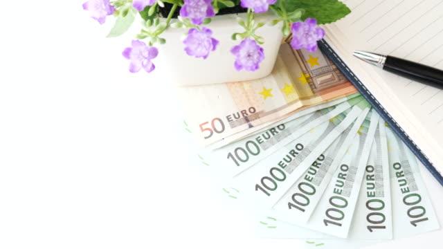 vídeos de stock, filmes e b-roll de dinheiro nota de euro-conceito de negócios, (uhd) resolução 4 k - nota de cinquenta euros