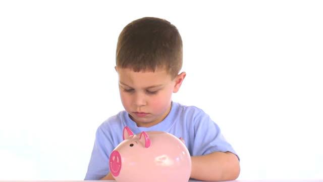 vidéos et rushes de argent dans la banque - tirelire
