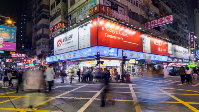 vídeos y material grabado en eventos de stock de mongkok cross road at night - kowloon