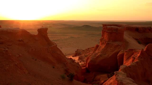 Mongolia, Gobi desert, Bayanzag valley, Flaming Cliffs.