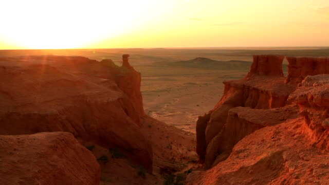 mongolia, gobi desert, bayanzag valley, flaming cliffs. - canyon stock videos and b-roll footage