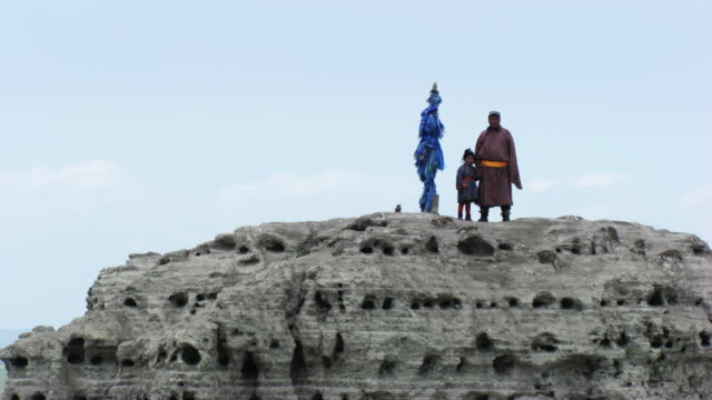 stockvideo's en b-roll-footage met mongolia : man and kid on the top of the mountain - mongolië
