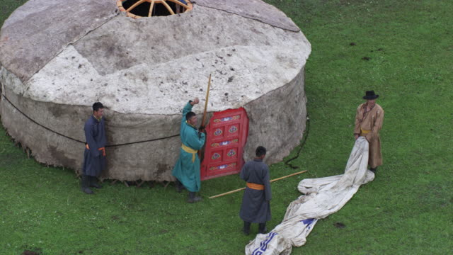 mongolia : mogolian people making a yurt - independent mongolia stock videos & royalty-free footage