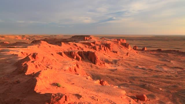 vidéos et rushes de mongolia, omnogov province, flaming cliffs - désert de gobi