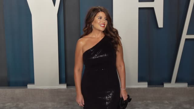 monica lewinsky at vanity fair oscar party at wallis annenberg center for the performing arts on february 09, 2020 in beverly hills, california. - oscar party点の映像素材/bロール