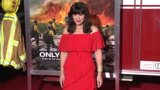 moniqua plante at the only the brave premiere at regency village theatre on october 08 2017 in westwood california - only the brave 2017 film stock videos & royalty-free footage