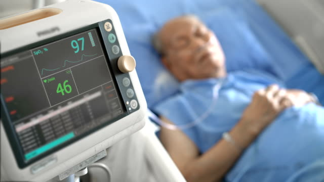 vídeos de stock e filmes b-roll de ecg monitor, medical equipment with senior asian patient male in hospital - overweight