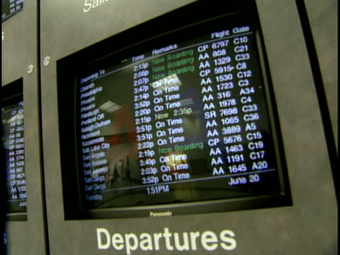 cu, monitor on arrival departure board, fort worth international airport, dallas, texas, usa - dallas fort worth airport stock videos & royalty-free footage