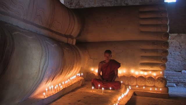Monk - liegender_Buddha3