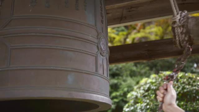 ecu monk of temple on ringing bell at yosen temple / fukuchiyama, kyoto, japan - ベル点の映像素材/bロール