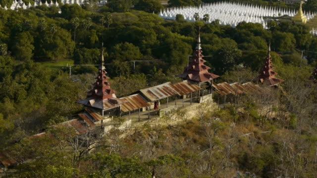 monk on stairway to madalay hill, myanmar. - spoonfilm stock-videos und b-roll-filmmaterial