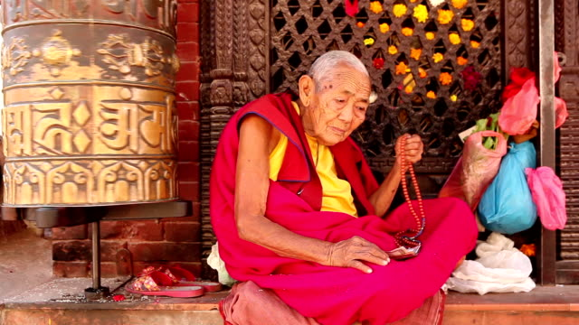 monk praying prayer beads - traditionally tibetan stock videos & royalty-free footage