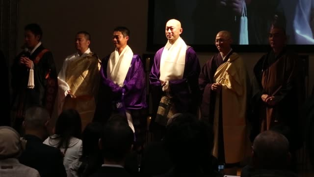 vídeos y material grabado en eventos de stock de a monk speaks on stage during a pageant at the life ending industry expo in tokyo japan on wednesday dec 9 signage for a monk pageant is displayed at... - concursante