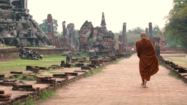 monk walking get food at pra sri san petch temple, ayutthaya, thailand - tradition stock videos & royalty-free footage