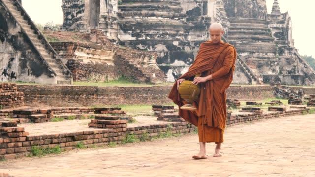monk walking get food at pra sri san petch temple, ayutthaya, thailand - buddhism stock videos & royalty-free footage