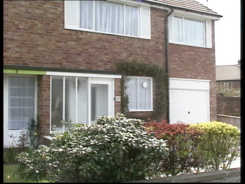 stockvideo's en b-roll-footage met monkseaton shooting aftermath monkseaton shooting aftermath whitley bay wentworth gardens ms houses where sartin lives ms ditto pull out - whitley bay