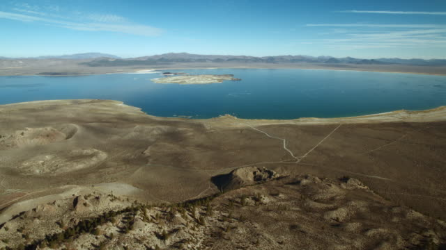 vidéos et rushes de mono lake, a saline lake located in inyo national forest, mono county, california. - dépression terrestre