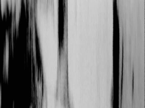 monochrome streaks moving up & down - moving up点の映像素材/bロール