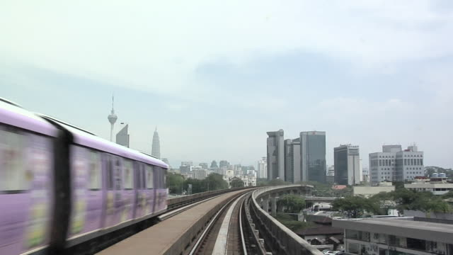 vidéos et rushes de ws pov monorail going from sentral going south / kuala lumpur, malaysia   - monorail